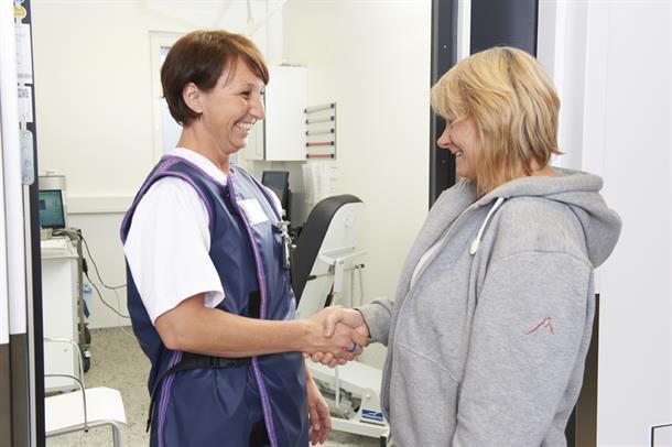 Medarbeider på bildediagnostikk og pasient