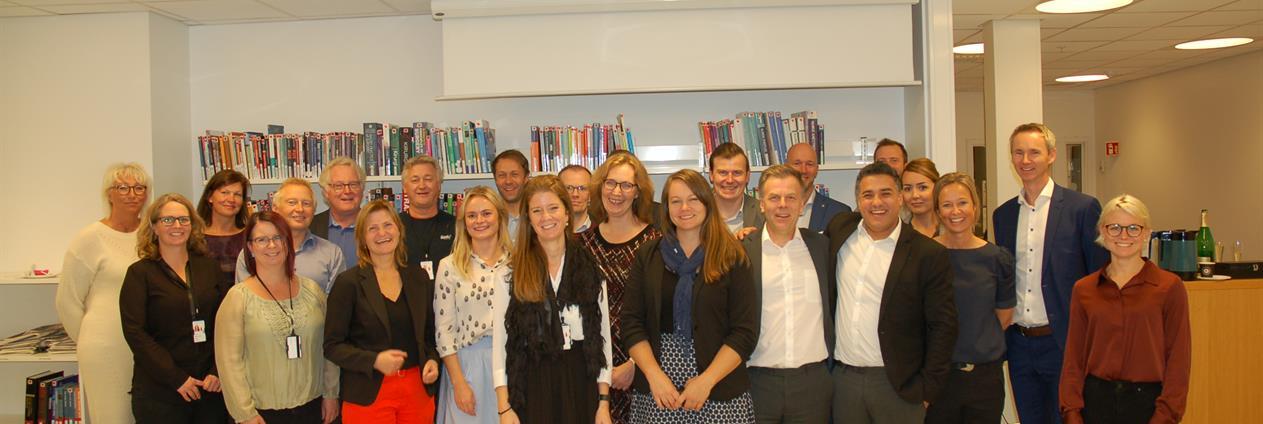 Kontrakten mellom Sykehuset Østfold og Diffia ble markert med alle samarbeidspartnere tilstede.