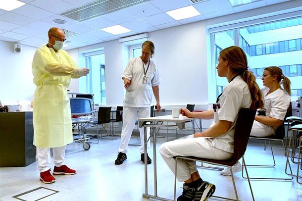 Opplæringen av medarbeidere i riktig bruk av smittevern pågår for fullt.